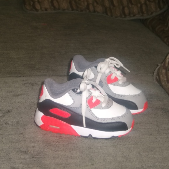 new concept 72be6 b90e6 NIKE Air Max 90 Toddler Girl Sneakers. M_5bf1dc7a409c150344684a3a